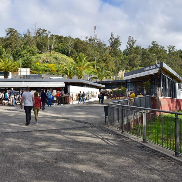 Cabo Girao skywalk souvenir shops café