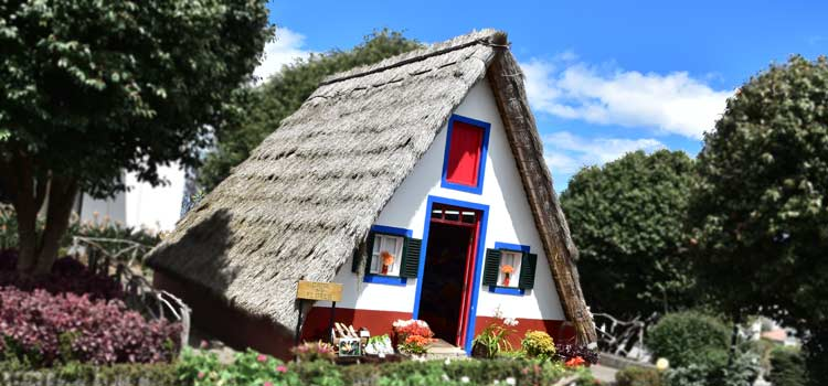 traditional house of Madeira Santana